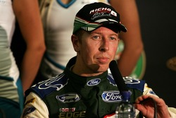 Steven Richards passe deuxième (Ford Performance Racing Ford Falcon BF)