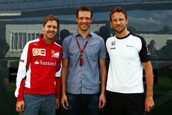 (De izquierda a derecha): Sebastian Vettel, Ferrari con Alexander Wurz, Williams Mentor conductor y