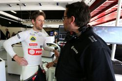Romain Grosjean, Lotus F1 Team, und Renningenieur Julien Simon-Chautemps