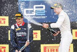 Stoffel Vandoorne, ART Grand Prix celebra su victoria en el podio con Mitch Evans, RUSSIAN TIME y Al
