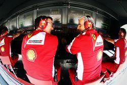 James Allison, director técnico de Ferrari Chasis y Maurizio Arrivabene, director del equipo Ferrari