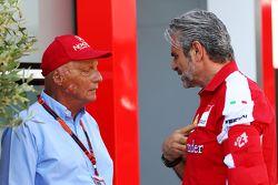 Niki Lauda, Mercedes presidente no ejecutivo con Maurizio Arrivabene, director del equipo Ferrari