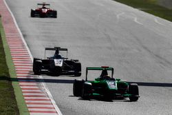 Sandy Stuvik, Status Grand Prix, leidt Zaid Ashkanani, Campos Racing
