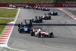 Alfonso Celis jr., ART Grand Prix, vor Matheo Tuscher, Jenzer Motorsport