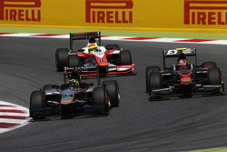 Nick Yelloly, Hilmer Motorsport leads Nobuharu Matsushita, ART Grand Prix & Sergio Canamasas, MP Motorsport