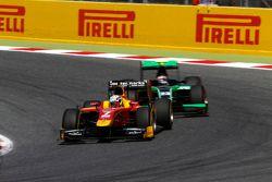Jordan King, Racing Engineering leads Richie Stanaway, Status Grand Prix