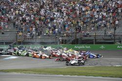 Départ : Scott Dixon, Chip Ganassi Racing Chevrolet en tête-à-queue