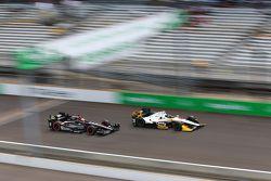 Josef Newgarden, CFH Racing Chevrolet et James Hinchcliffe, Schmidt Peterson Motorsports Honda