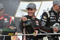 Podyum: Üçüncü Juan Pablo Montoya ve kazanan Will Power, Penske Takımı ve ikinci Graham Rahal, Rahal