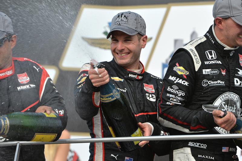 Podio: tercer lugar, Juan Pablo Montoya y el ganador Will Power, del equipo Penske y segundo lugar Graham Rahal, Rahal Letterman Lanigan Racing