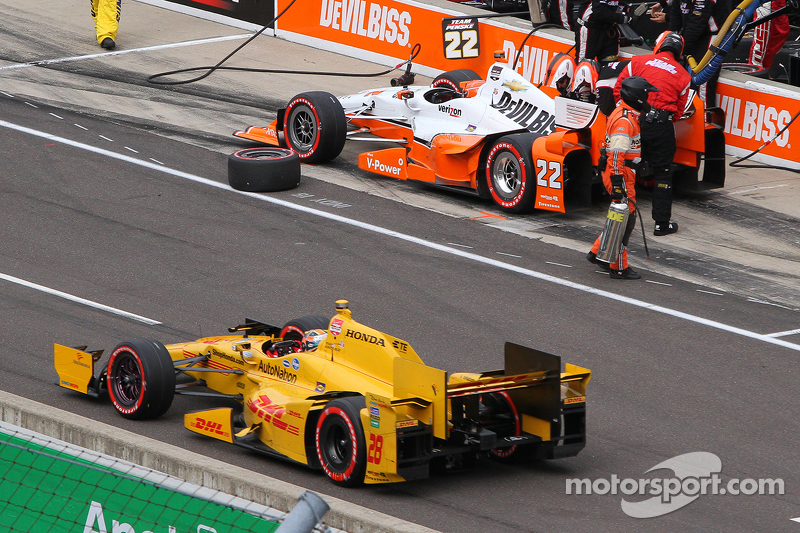 Simon Pagenaud, Team Penske, Chevrolet, und Ryan Hunter-Reay, Andretti Autosport, Honda