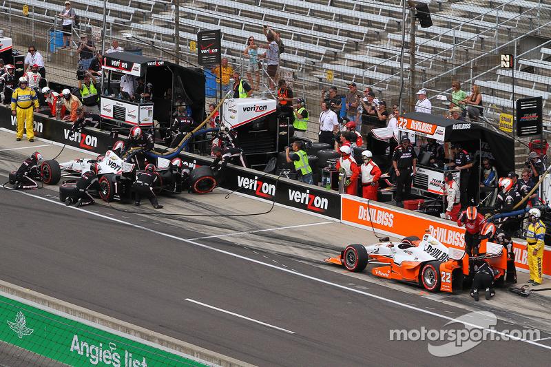 Will Power, Team Penske Chevrolet and Simon Pagenaud, Team Penske Chevrolet