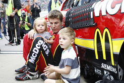Jamie McMurray, Chip Ganassi Racing Chevrolet avec ses enfants