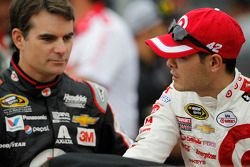 Jeff Gordon, Hendrick Motorsports Chevrolet e Kyle Larson, Ganassi Racing Chevrolet