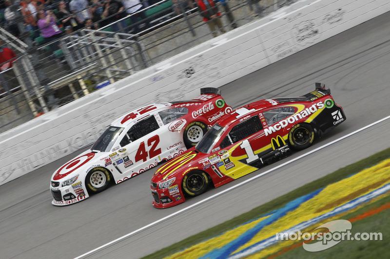 Kyle Larson, Ganassi Racing, Chevrolet, und Jamie McMurray, Chip Ganassi Racing, Chevrolet