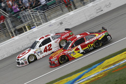 Kyle Larson, Ganassi Racing Chevrolet et Jamie McMurray, Chip Ganassi Racing Chevrolet