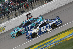 Ricky Stenhouse Jr., Roush Fenway Racing Ford et Jimmie Johnson, Hendrick Motorsports Chevrolet