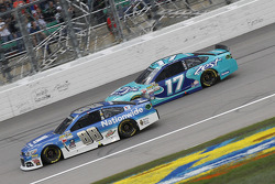 Dale Earnhardt Jr., Hendrick Motorsports Chevrolet et Ricky Stenhouse Jr., Roush Fenway Racing Ford