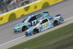 Ricky Stenhouse Jr., Roush Fenway Racing Ford et Casey Mears, Germain Racing Chevrolet