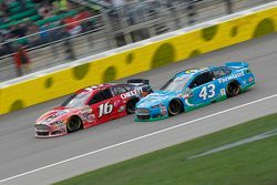 Greg Biffle, Roush Fenway Racing Ford e Aric Almirola, Richard Petty Motorsports Ford