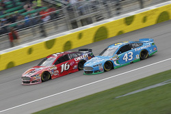 Greg Biffle, Roush Fenway Racing Ford et Aric Almirola, Richard Petty Motorsports Ford