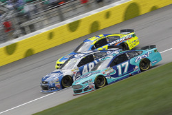 Paul Menard, Richard Childress Racing Chevrolet, Jimmie Johnson, Hendrick Motorsports Chevrolet et Ricky Stenhouse Jr., Roush Fenway Racing Ford