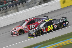 Greg Biffle, Roush Fenway Racing Ford et Jeff Gordon, Hendrick Motorsports Chevrolet