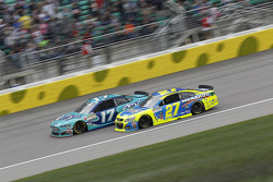Ricky Stenhouse Jr., Roush Fenway Racing Ford et Paul Menard, Richard Childress Racing Chevrolet