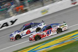 Trevor Bayne, Roush Fenway Racing Ford e A.J. Allmendinger, JTG Daugherty Racing Chevrolet