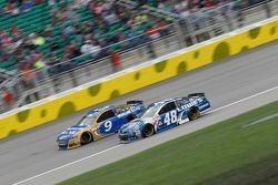 Sam Hornish Jr., Richard Petty Motorsports Ford e Jimmie Johnson, Hendrick Motorsports Chevrolet