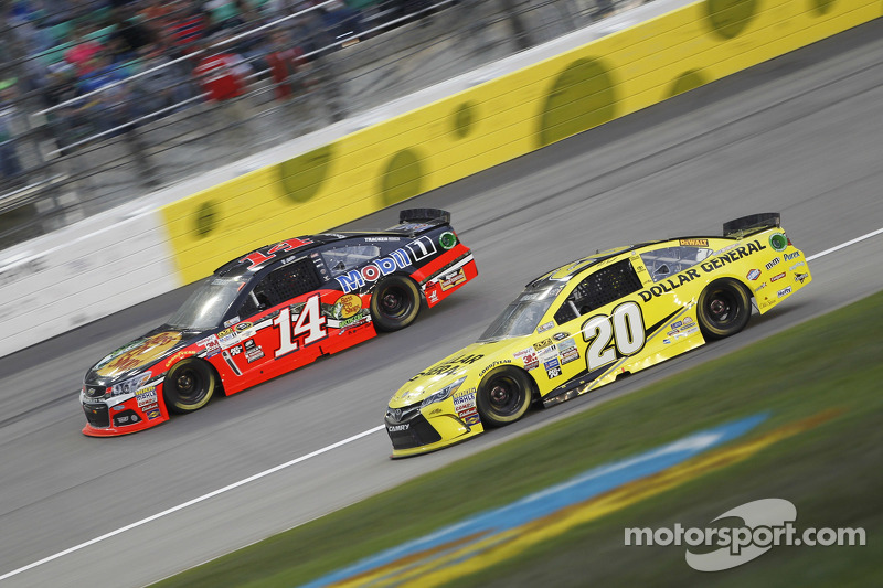 Tony Stewart, Stewart Haas Racing Chevrolet and Matt Kenseth, Joe Gibbs Racing Toyota