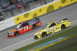 Tony Stewart, Stewart Haas Racing Chevrolet et Matt Kenseth, Joe Gibbs Racing Toyota