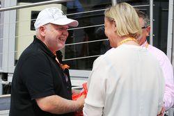 Norbert Vettel mit Sabine Kehm, Managerin von Michael Schumacher