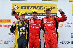 Podium: 1. Gordon Shedden, 2. Matt Neal, 3. Adam Morgan