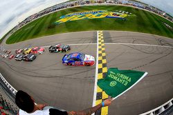 Largada: Joey Logano, Team Penske Ford leads