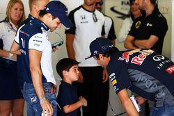 Felipe Massa, Williams, con il figlio Felipinho Massa e Daniel Ricciardo, Red Bull Racing alla parata dei piloti