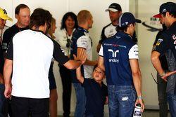 Felipe Massa, Williams, mit seinem Sohn Felipinho Massa und Fernando Alonso, McLaren, bei der Fahrer