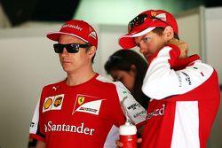 Kimi Räikkönen, Ferrari, mit Teamkollege Sebastian Vettel, Ferrari, bei der Fahrerparade