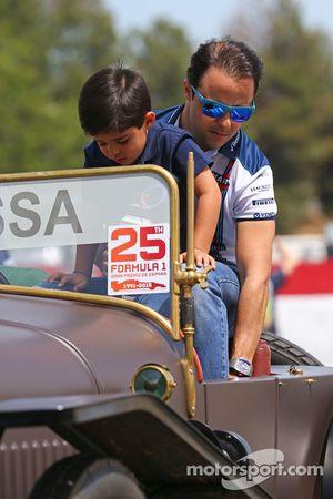 Felipe Massa, Williams, mit seinem Sohn Felipinho Massa bei der Fahrerparade