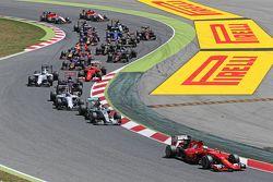 Sebastian Vettel, Ferrari SF15-T, beim Start