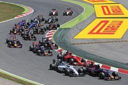 Max Verstappen, Scuderia Toro Rosso STR10, und Felipe Massa, Williams FW37, beim Start