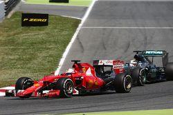 Себастьян Феттель, Ferrari SF15-T и Льюис Хэмилтон, Mercedes AMG F1 W06