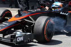 Fernando Alonso, McLaren MP4-30 retires from the race