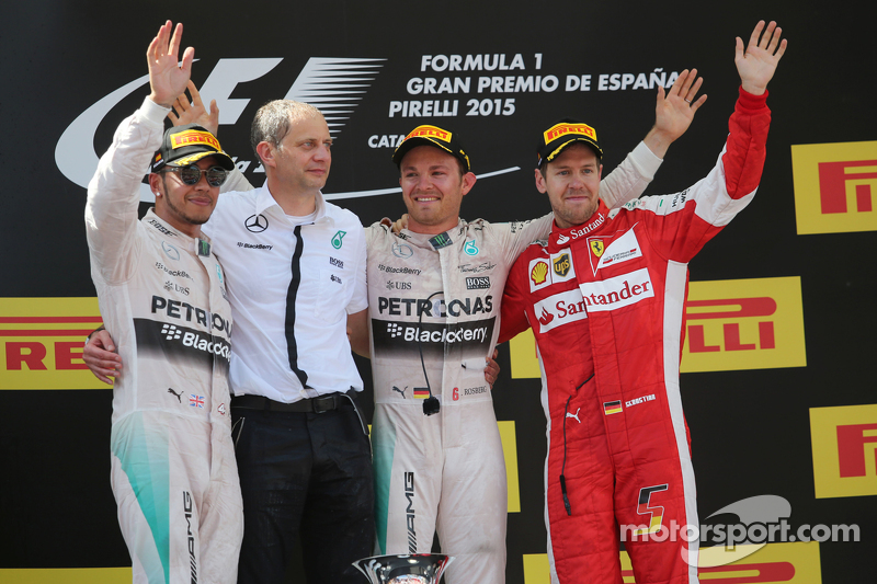 Das Podium: 2. Lewis Hamilton, Mercedes AMG F1; Tony Ross, Mercedes AMG F1, Renningenieur; 1. Nico Rosberg, Mercedes AMG F1; 3. Sebastian Vettel, Ferrari