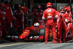 Sebastian Vettel, Scuderia Ferrari, beim Boxenstopp