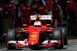 Sebastian Vettel, Scuderia Ferrari during pitstop