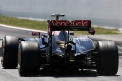 Пастор Мальдонадо, Lotus F1 Team - проблемы с задним антикрылом