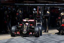 Pastor Maldonado, Lotus F1 Team, durante una parada en los pits