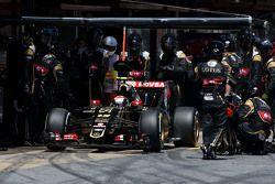 Pastor Maldonado, Lotus F1 Team, beim Boxenstopp