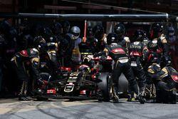 Пастор Мальдонадо, Lotus F1 Team во время пит-стопа